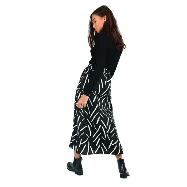 Black-and-white-abstract-skirt-3